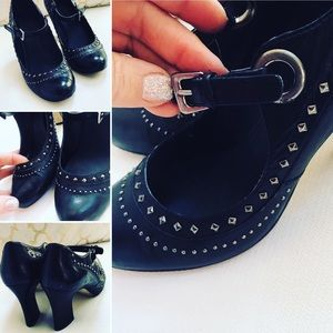 B Makowsky Mary Jane Heels Sz 8M Black studded